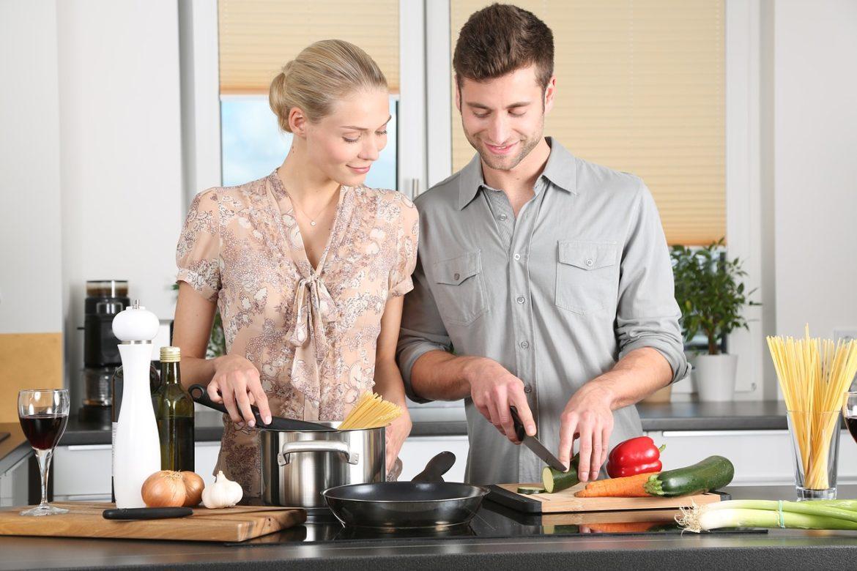 Faire la cuisine à la maison rend une personne plus heureuse